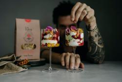 Sergio Herman met één van zijn culinaire creaties